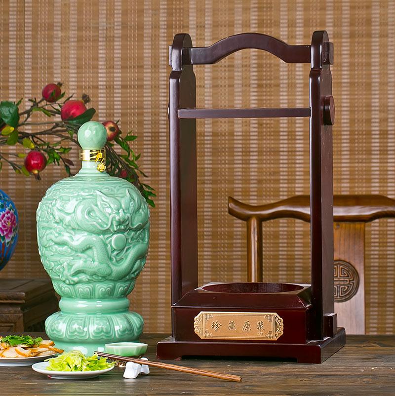 10斤青釉雕刻龙纹龙腾九天创意贝博官方网址空酒罐